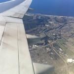 Widok na skrzydło B747, przedmieścia San Francisco i Pacyfik!